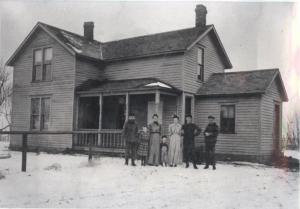 The Wilcox family farm in Huron, SD, 1907